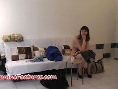 Checa Cutie adolescente mostra sua buceta em bastidores