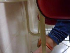 Foott candida nei Pezinhos di università le unghie rosso 2