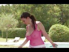Carina och Michelle ta deras Jiggling Kannor för en jog