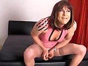 Crossdresser шлюха спиртные напитки ей Большой член качестве горячего Женское Доминирование страпон Jane трахает ее тугую попку