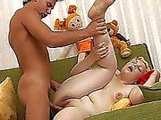 20yo knubbig öppnar hennes ben och blir borrad hårt