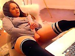 Busty adolescente caliente de la masturbándose en de webcam