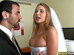 Большое однобортный невеста Алана Рэй молит женщину для секса