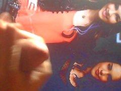 Victoria Justice och Elizabeth Gillies