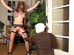 Brutal Fisting Pussy an engen Bondage Seil