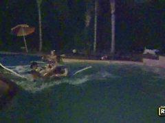 Ayyaş parti kız havuzda alem zevk