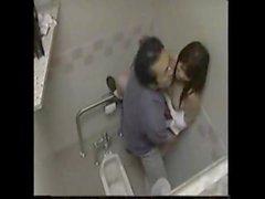 Lehrer bumsen Studentin im Toiletten