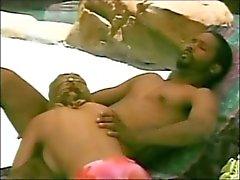 Interraciale sex op het strand stoel ( van 7lives xposed )