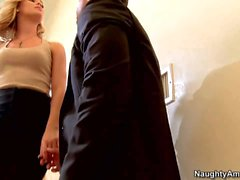 Nicole Aniston gives sexual pleasure to film producer