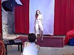 Magnifiques 18yo Cheveux roux présente corps au passe son premier casting de plus