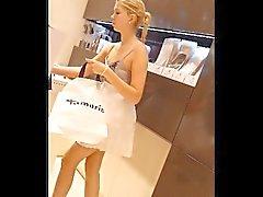 Blonde Teenie Bisschen schönen Esel und die Upskirt Voyeurs