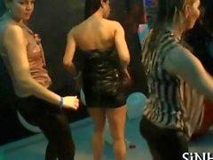 heissen Girls haben Spaß Tanz auf dem Parteitag