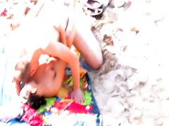 Voyeur Films vollbusige Brünette Mädchen am Strand