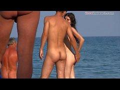 Nudist Jungs im Strand