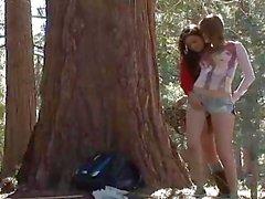 Faye Reagan y Georgia de Jones en el bosque