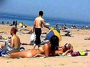 2 meisjes naakt op het strand Blond & Brown door snahbrandy