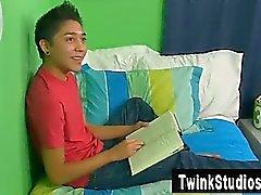 Homosexuell Orgie Brycen Russell zurück zu treten bei auf seinem Sofa