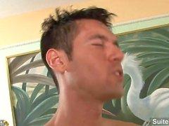 Excitado macho casado Alexander Garrett recebe bunda fodida e cummed corpo