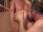 Bratty Brandon Wilde Bottoms für Daddys dicken Schwanz