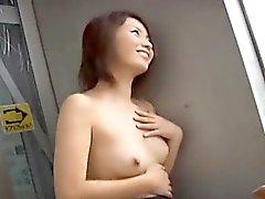 Haiji får fingrade naket samt pisses på allmänna platser