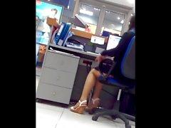 Sexy della Banker e le sue gambe