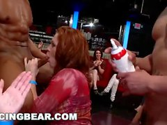 DANCING BEAR - CFNM Whores sugande Male Stripper Dick At The Club (db11453)