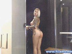 Diversión de la ducha con Danni