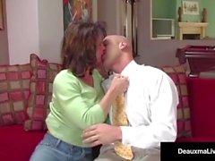 Esposa traviesa Deauxma obtiene consejos gratis para el sexo de Tax Man!