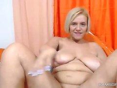 Slutty Dicke Titten Hoochie Berei ihre Muschi auf Webcam