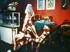 Classique de porno allemand des années 70 avec filles poilues soufflage et de baise
