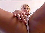 Attraktiver Ältere Mütter im tight Kleid und Strumpfhosen Bänder