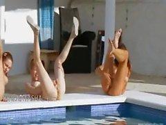 Six nackten Mädchen durch das Pool aus italia
