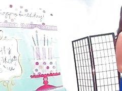 Samantha Saint празднует свой день рождения с оргию