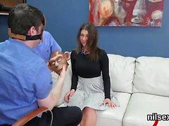Teenie loco se pone en el asilo orificio anal para Ther incómoda