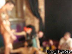 Tatuado euro stripper chupando pau na festa