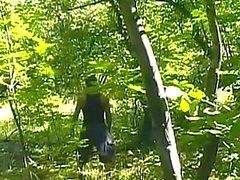 Geile Bodybuilder fickt im Wald