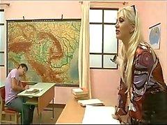 Mrs Lexis Gangbanged por seus alunos