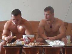 Evander Feeding the Belly 32 mit einem Freund
