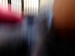 Сексуальная девушка полоски и мастурбирует на веб-камеру