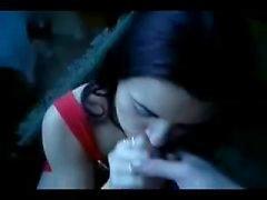 Жадных Девочка глотает сперму