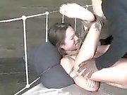 Helpless encadernado menina Brutally Analed!
