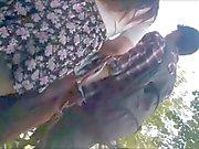 Menina adolescente com os saia saltos sexy ( Upskirt )