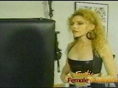Wirklich heiße Blondine lernt, dass nur die Herrin die Aufnahmen nennt