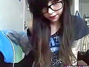 Sexy emo teen in glasses makes her pussy cum