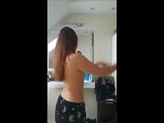 Cam escondida: Deliciosa danza adolescente en el baño
