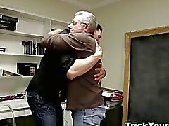 Trick Votre GF - Sneaky vieil homme a un plan de baise