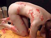 inteligente de chicas bdsm violentamente golpeado