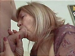 Yatakta seksi Anneanne