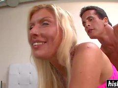 Blonde Babe bekommt ihren Liebestunnel zugeschlagen