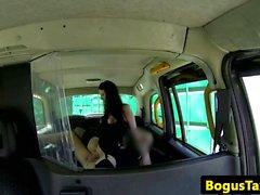 Taxi de servicio público goth consiguiendo doggystyle palpitaba